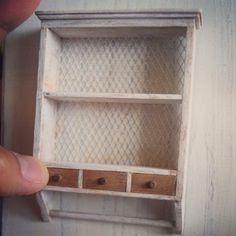 壁掛けのキッチン Miniature Kitchen, Bookcase, Miniatures, Shelves, Home Decor, Inspiration, Kitchens, Biblical Inspiration, Shelving