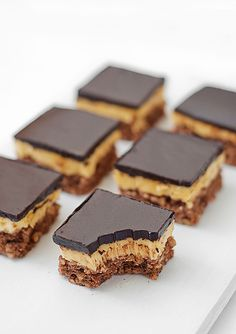 dark chocOlate hazelnut butter cream bars //Lešnik kocke V. Brze Torte, Rodjendanske Torte, Kolaci I Torte, Baking Recipes, Cookie Recipes, Dessert Recipes, Drink Recipes, Just Desserts, Delicious Desserts
