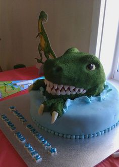 T-rex cake - I know a certain little boy who would LOVE this cake!!!