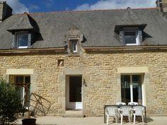 vente maison Plonéour-Lanvern 242 000 € - Love the little detail of the bird over the door.