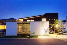 O様邸 | ガーデン、ナチュラル、新築 | 外構(エクステリア)・庭の【ザ・シーズン】こだわりの施工例紹介 Yokohama, Fence, Living Spaces, Exterior, Mansions, Architecture, House Styles, Places, Outdoor Decor