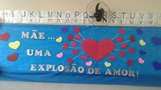 Mural para o Dia das Mães Toy Chest, Lily, Education, Rose, Crafts, Board Decoration, Mother's Day Activities, Paper Child, Mother Teresa