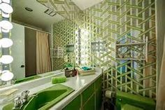 Green Bathroom starting low with electric heating 1960s House, Mid Century Bathroom, Vintage Bathrooms, Dream Bathrooms, Stone Mountain, Interior Decorating, Interior Design, Vintage Interiors, Mid Century House