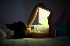 Viele Eltern verstehen intuitiv, dass allgegenwärtig leuchtende Bildschirme einen negativen Einfluss auf Kinder haben. Wir sehen, dass es zu aggressiven Wutausbrüchen bei Kindern kommt, wenn man ihnen die Bildschirme wegnimmt