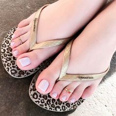 Small but so cute rings 💍 Delicious feet👣 💋 Pretty Toe Nails, Cute Toe Nails, Cute Toes, Pretty Toes, Pretty Sandals, Beautiful Toes, Beautiful Blonde Girl, Feet Soles, Women's Feet