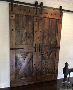 Раздвижные межкомнатные амбарные двери Кантри из дерева на заказ в Москве и области