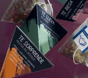 Pirámides de lateterazul... Más de 15 variedades de té (blanco, rojo, azul, negro) e infusiones... Te besa, Te sorprende, Te lleva, Te ilumina...