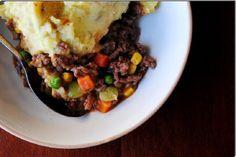 Sformato del pastore o sheperd's pie: il delizioso pasticcio a base di carne è ottimo da servire come piatto unico. Direttamente dall'Inghilterra!
