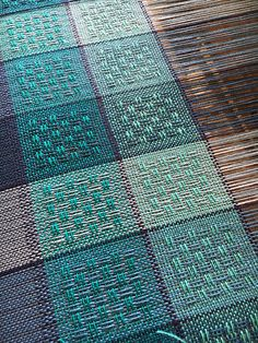 Huck Lace in Blues Weaving Textiles, Tapestry Weaving, Loom Weaving, Hand Weaving, Weaving Designs, Weaving Projects, Weaving Patterns, Stitch Patterns, Knitting Patterns