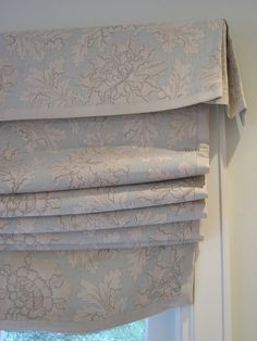 Detail from a set of six printed linen roman shades each topped with petite box pleated valance trimmed with creamy grosgain. Drapes And Blinds, Roman Curtains, House Blinds, Roman Blinds, Drapery, Window Coverings, Window Treatments, Box Pleat Valance, Window Dressings