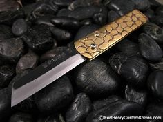 Takeda – Bichu-no-Kami by Shosui Takedas knives. This is a traditional Japanese utility folding knife, in Pre War Japan all children and adults carried such a knife, this standard blade took care of most tasks. What we may call a Friction Folder, the Japanese call this a Bichu-no-Kami in the Kuro-Uchi style finish.  This is one of the largest Bichu-no-Kami that Takeda makes.