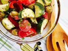 Tuoreet kasvikset saavat makua yrteistä. http://www.yhteishyva.fi/ruoka-ja-reseptit/reseptit/yrttimarinoidut-kasvikset/014375
