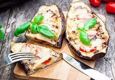 Baked stuffed eggplant with cheese and tomatoes Russian Desserts, Food Porn, Queso Mozzarella, Going Vegetarian, Other Recipes, Relleno, Vegetable Pizza, Italian Recipes, Food Photography