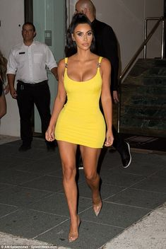 Kim Kardashian shows off her INCREDIBLE physique in yellow mini dress Kim Kardashian Bikini, Kim Kardashian Show, Kardashian Style, Kardashian Jenner, Kendall Jenner, Jennifer Lopez Bikini, Hollywood Actress Photos, Femmes Les Plus Sexy, Celebrity Style
