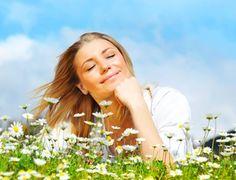 DISFRUTA DE UNA PIEL BONITA Y REJUVENECIDA DESPUÉS DEL INVIERNO. Ahora que los días se empiezan a alargar y las temperaturas empiezan a subir con la llegada de la primavera, nos apetece aprovechar el sol. Pero para poder disfrutar estos primeros rayos de sol es importante volver a poner la piel a punto tras los rigores del invierno. #pielbonita #pielrejuvenecida #cuidarlapiel
