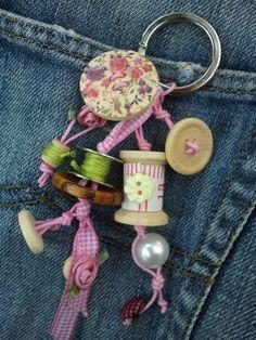 Portachiavi bottoni e rocchetti