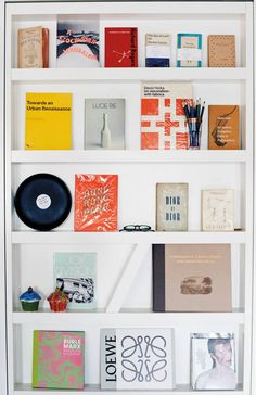 Go inside the Soho flat of retail visionary Alex Eagle and see how she brings together her smartly curated collections with a relaxed aesthetic. Kitchenette, Soho House Berlin, Shallow Shelves, Famous Interior Designers, Built In Bookcase, Bookshelves, Pretty Room, Celebrity Houses, Windows