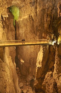 Foto: bridge and Škocjan Caves, Slovenia World Most Beautiful Place, Beautiful Places To Visit, Places To Travel, Places To See, Travel Destinations, Sedona Red Rock, Visit Slovenia, Bohinj, Lake Bled