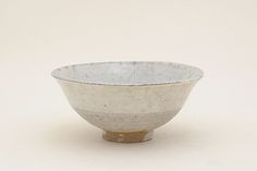 Korean bowl, Joseon dynasty the century. Ceramic Design, Ceramic Art, Matcha, Korean Pottery, Tablewares, Japanese Tea Ceremony, Chawan, Korean Art, Color Shapes