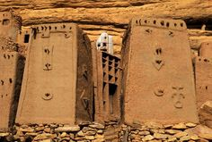 Africa | Dogon village. Bandiagara Cliffs, Dogon Country, Mali | ©Michel Renaudeau