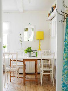 A dash of a strong colour to highlight the stark white.   (Photo: Hus och Hem)