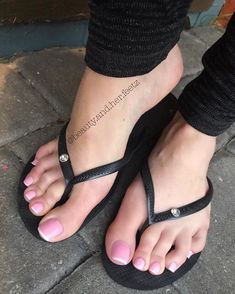 But how do you know when youre talking to a Queen ? When she silently speaks to the King in you. Cute Toes, Pretty Toes, Feet Soles, Women's Feet, Flipflops, Beautiful Toes, Foot Toe, Sexy Toes, Female Feet