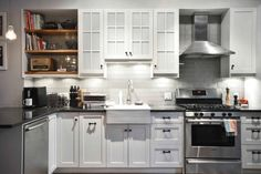 Assymetric kitchen cabinets. Artists' Brownstone in Fort Greene - Houses for Rent in Brooklyn