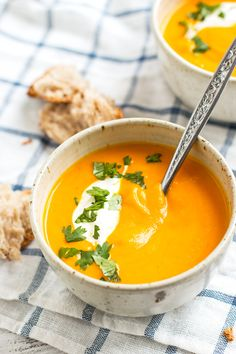 Thai Spiced Carrot Soup Recipe - This Thai spiced soup is made with coconut milk and curry paste and brings you just the warmth you need on cool fall days! Carrot Ginger Coconut Soup, Thai Carrot Soup, Coconut Milk, Best Soup Recipes, Whole Food Recipes, Cooking Recipes, Healthy Recipes, Vitamix Recipes, Carrot Recipes
