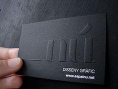 Cartão de visita em relevo seco e impressão tipográfica.