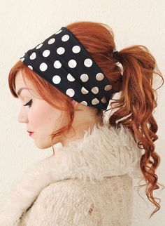 truebluemeandyou: DIY Wide Headband Tutorial from A Beautiful Mess here. This can be machine or hand stitched. For more DIY hair jewelry and headbands go here: bobby pins and hair combs, headbands and headpieces. Bandeau Large, Wide Headband, Jersey Headband, Diy Hair Accessories, Beautiful Mess, Hair Dos, Cute Hairstyles, Winter Hairstyles, Latest Hairstyles