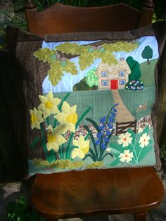 'In An English Country Garden' Applique Cushion Applique Cushions, Sewing Pillows, Microwave Bowl Holders, English Country Gardens, Jellyroll Quilts, Bear Design, Mug Rugs, Couture, Cushion Pads