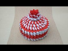 Make a cute round gift box from paper for someone you love. It's easy model in modular origami not only for begginners from size details. For gift box n. Paper Origami Flowers, Paper Crafts Origami, Modular Origami, Origami Box, Round Gift Boxes, Origami For Beginners, Arts And Crafts, Diy Crafts, How To Make Paper