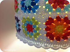 Granny Square Lampshade ... in my ToDo list :)