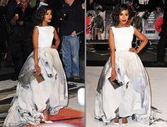 La actriz optó por un voluminoso vestido de la colección primavera-verano 2013 de Giles con caballos estampados que combinó con unos zapatos blancos de Christian Louboutin