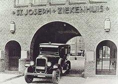 Een ziekenwagen uit 1935.