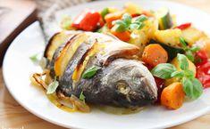 Ryba w całości z piekarnika. Wygląda bosko, smakuje rewelacyjnie [PRZEPIS] Turkey, Cooking Recipes, Chicken, Food, Zero Waste, Inspiration, Diet, Recipes, Pisces
