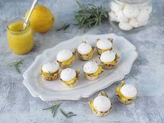 Krustader med lemoncurd gjord på citronolja och toppad med maräng gjord på kikärtsspad. Dacquoise, Pavlova, Scones, Panna Cotta, Cheesecake, Pudding, Sweets, Ethnic Recipes, Desserts