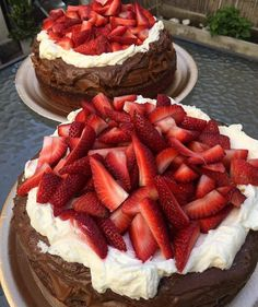 Good day♥️ Fashion Room, Aesthetic Food, Waffles, Food Porn, Strawberry, Nutrition, Sweets, Chocolate, Baking