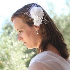#Haarbloemen #bruid #bruidskapsel #weddinghair #bride / www.witenzilver.nl