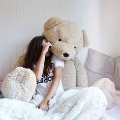I need a giant teddy! Teddy Day, Teddy Girl, Teddy Bear Pictures, Bear Photos, Giant Teddy Bear, Cute Teddy Bears, Bear Tumblr, Tedy Bear, Bear Girl