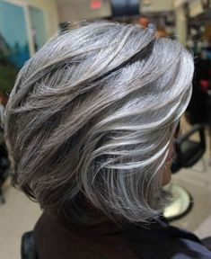 Over Layered Silver Bob mittellanges haar longbob grau 50 Modern Haircuts for Women over 50 with Extra Zing Grey Hair Styles For Women, Medium Hair Styles, Short Hair Styles, Grey Bob Hairstyles, Hairstyles Over 50, Formal Hairstyles, Grey Hair Over 50, Grey Hair Roots, Modern Haircuts