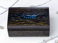 Wood Rustic Jewelry BOX with a pattern of tree bark and feather jay - small wooden box for Jewelry, small gifts, treasures & trinkets. Small Wooden Boxes, Wood Boxes, Painted Boxes, Hand Painted, Wood Storage Box, Rustic Art, Tea Box, Blue Feather, Tree Bark