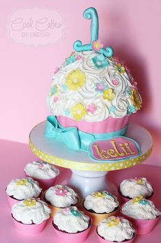 1st bithday cakes for girls | Giant Cupcake and Matching Cupcakes - 1st Birthday