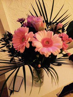Smukke lyserøde blomster Glass Vase, Home Decor, Decoration Home, Room Decor, Home Interior Design, Home Decoration, Interior Design