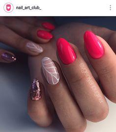 nail art estiva semplice e di tendenza con colori pastello suo toni del rosa e glitter realizzata con lo striping. summer nail art