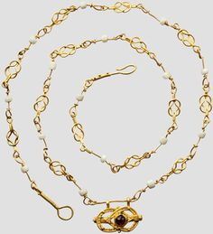 A Roman golden necklace with knots of Hercules, 2nd - 3rd century
