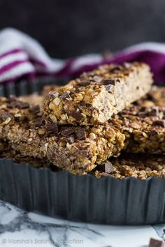 No-Bake Chocolate Chip Peanut Butter Granola Bars - These granola bars are deliciously thick and chewy, loaded with peanut butter flavour, and stuffed full of chocolate chips! My Recipes, Snack Recipes, Dessert Recipes, Favorite Recipes, Desserts, Recipies, Granola Bars Peanut Butter, Energy Snacks, Energy Bites