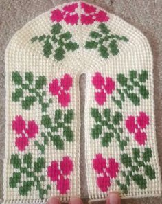 Tunisian Crochet Stitches, Knitted Slippers, Christmas Sweaters, Cross Stitch, Pattern, Instagram, Eminem, Knitting, Tunisian Crochet