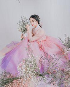 "@sunyeong_park on Instagram: ""2020년의 몇 안되는 행복을 꼽아보라면 그중 하나는 단연 아랑을 만난 것❣️"" Korean Traditional, Traditional Dresses, Korean Princess, Cool Costumes, Amazing Costumes, Anime Kimono, Korean Hanbok, Happy Spring, Cute Korean"