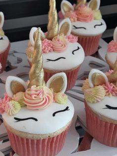 Unicorn cupcakes - not makeing Unicorn Birthday Parties, Birthday Cupcakes, Unicorn Party, Unicorn Foods, Unicorn Cupcakes, Oreo Cupcakes, Savoury Cake, Cupcake Cakes, Cake Decorating